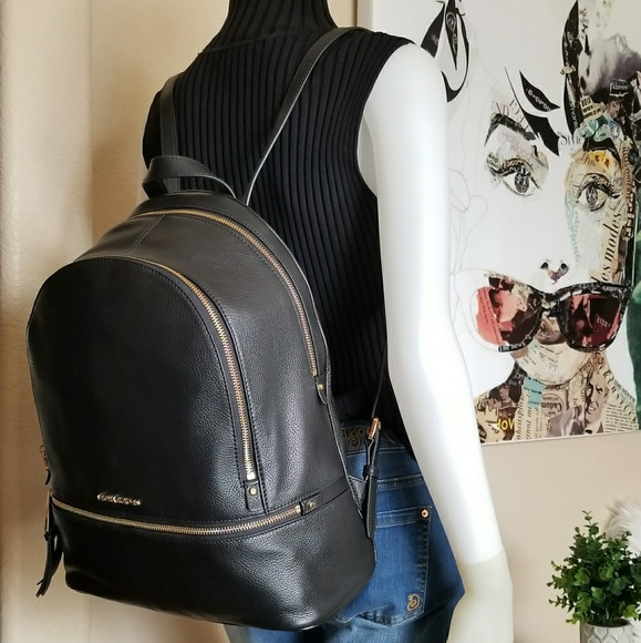 d3e6eb1fab0c46 NWT Michael Kors MK Rhea Large Zip Black Backpack.  M_5a6e178905f43017e587d031